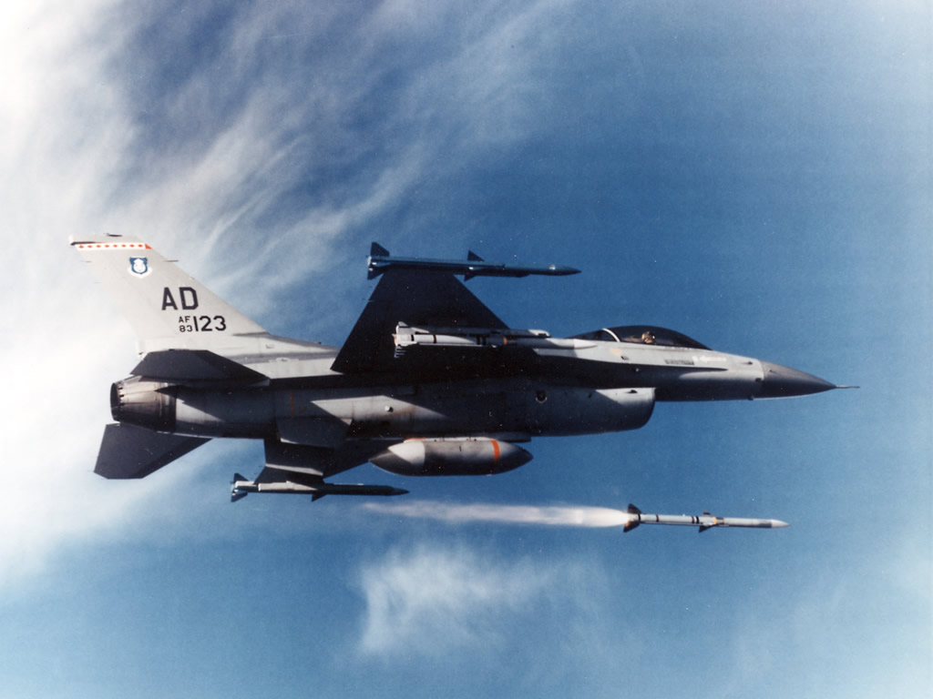 USAF F-16 AIM-120 lunch