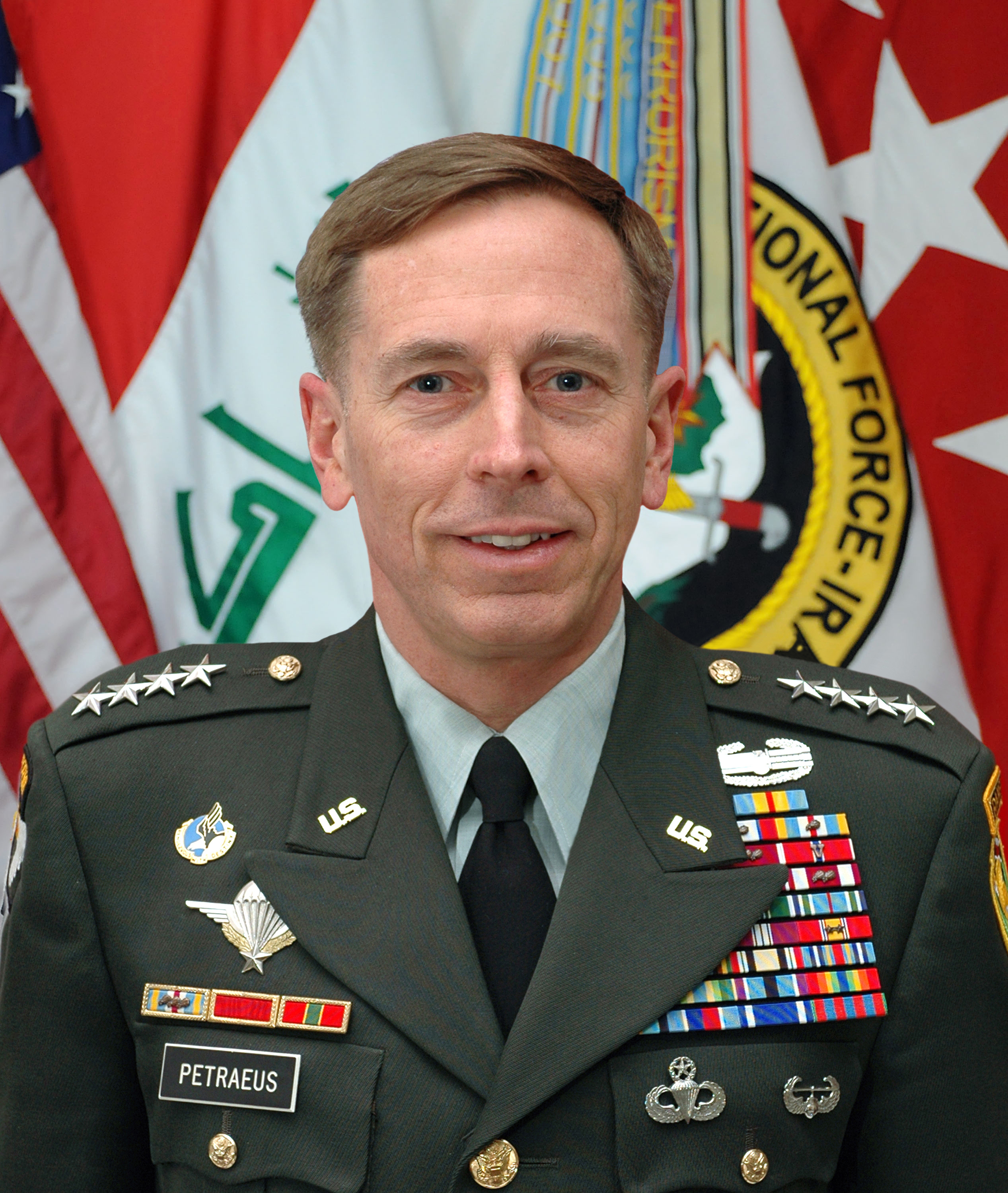 The 65-year old son of father Sixtus Petraeus and mother Miriam Howell, 178 cm tall David Petraeus in 2018 photo
