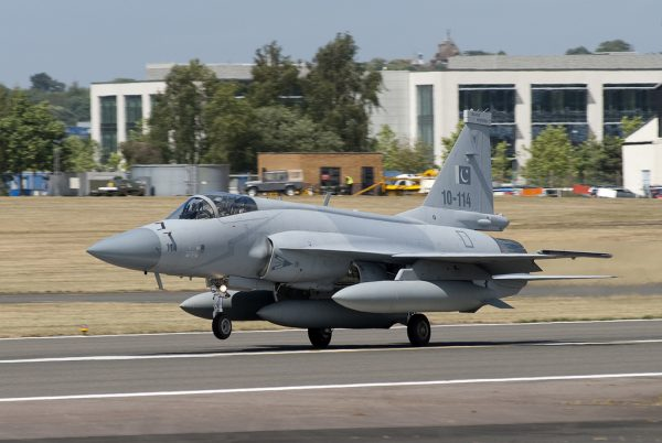 JF-17 Farnboroughban