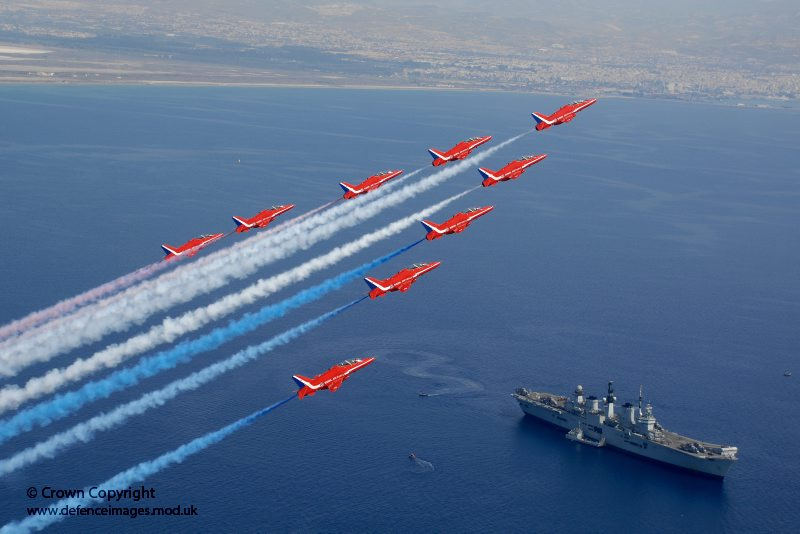 A Red Arrows és az HMS Illustrious