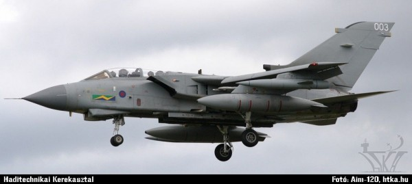 Brit Tornado GR.4 Farnboroughban